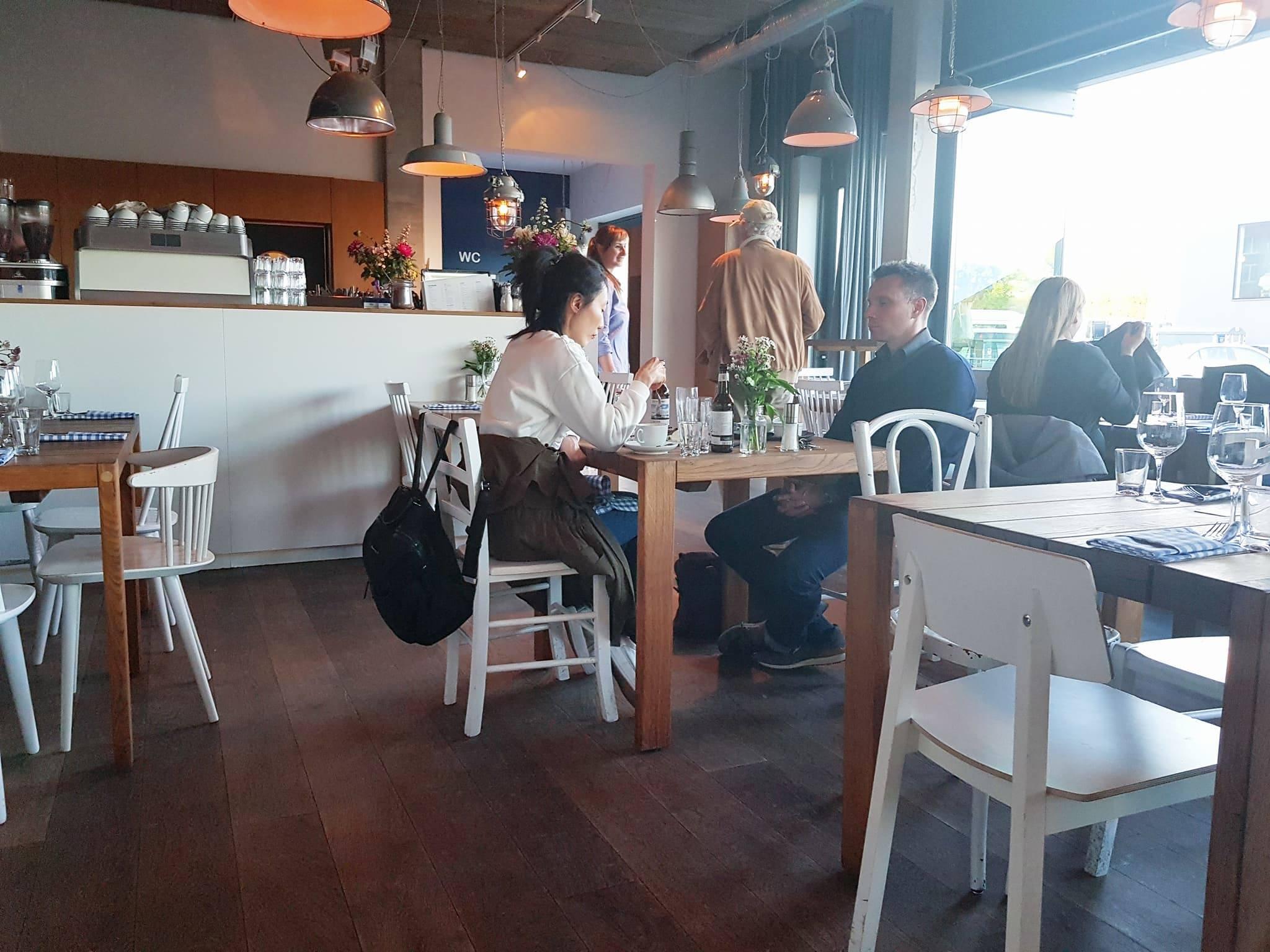 restaurant Berlin, hafenküche, hafenküche berlin, essen gehen berlin, essen berlin, ausgehen berlin, ausgehen, spree, spreeufer, boot fahren, boot berlin, picknick, picknickkorb, boulderhalle berlin, wasser berlin, rummelsburg, rummelsburger bucht, locals berlin, insider berlin, inside berlin, insidertipps berlin, humus, burger berlin, burgerbraterei berlin, hausgemachte burger, design berlin, food concept berlin, essen fassen, lunch berlin, grillen berlin, grillen, outdoor berlin